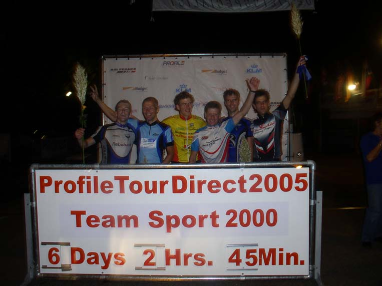Finish foto van Team Sport 2000 renners